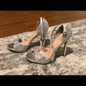 De Blossom Collection: London 11, silver heel